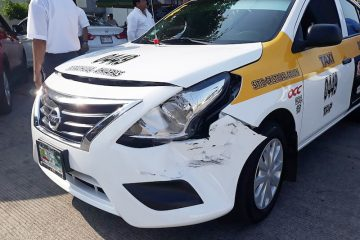 Taxista provoca accidente
